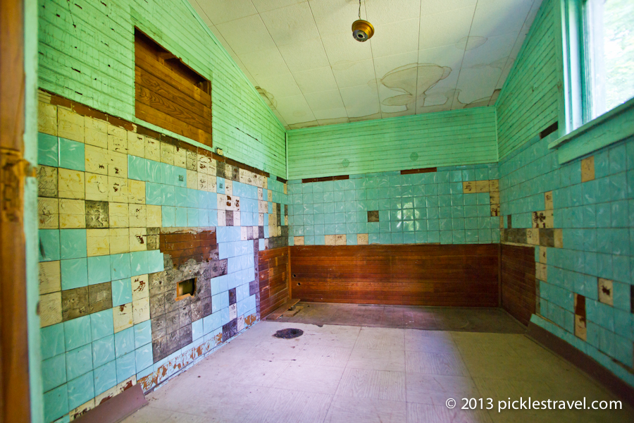 Bathroom tiles and color