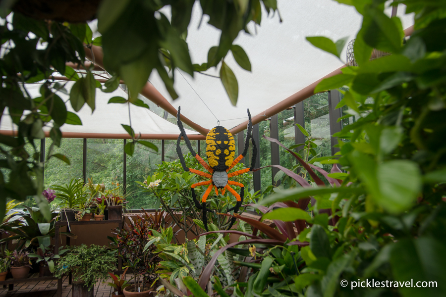 Hanging Corn Spider: Nature Connects: Art with LEGO® Bricks
