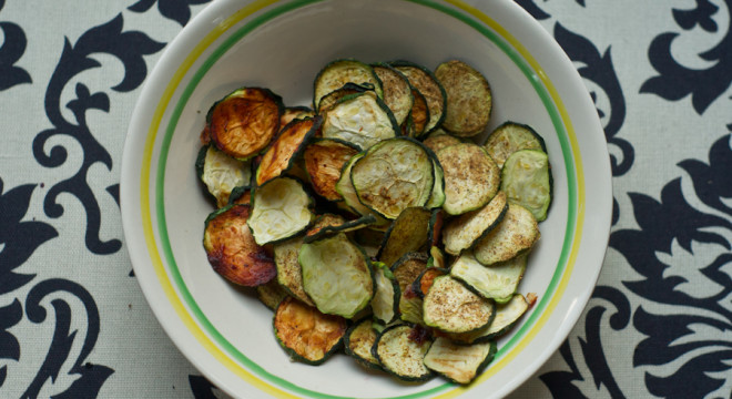 Dehydrated Zucchini Chips - www.picklestravel.com