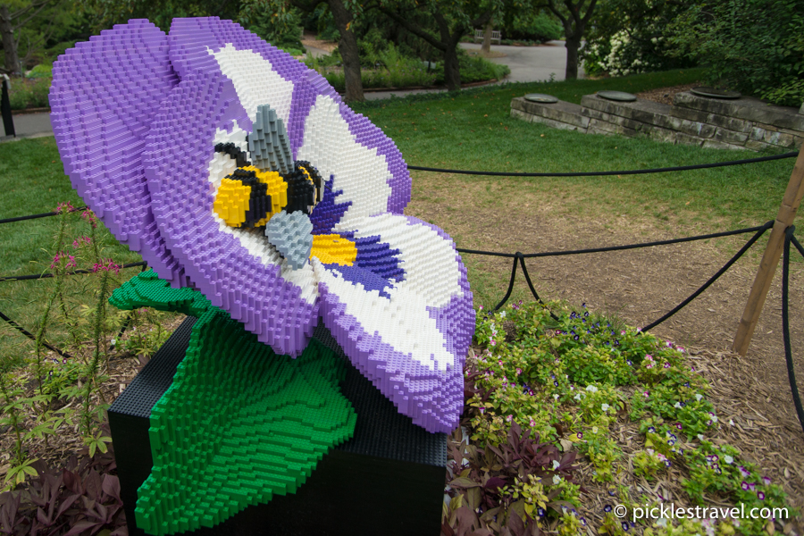 Giant Pansy Bloom: Nature Connects: Art with LEGO® Bricks